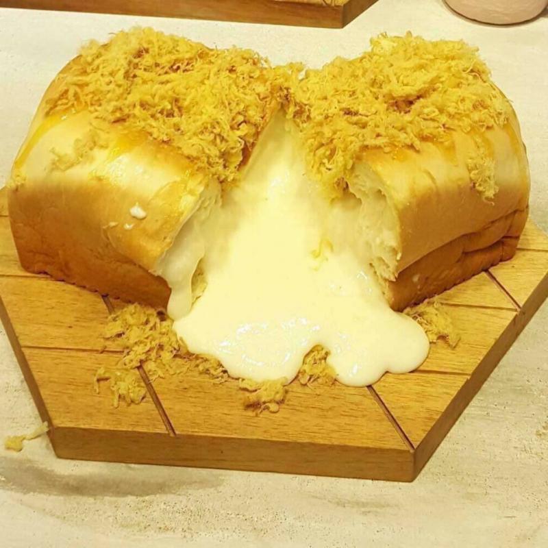 Top 5 địa điểm ăn Bánh mì phô mai ngon nhất Hà Nội
