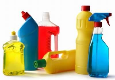Giữ chất tẩy rửa, xà phòng, thuốc khử trùng và các hóa chất làm sạch khác xa tầm tay trẻ em