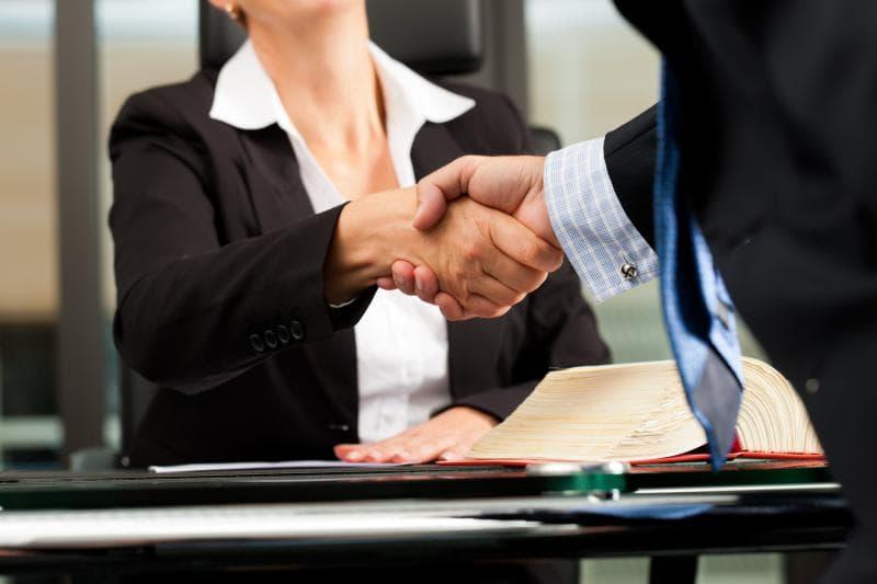 Sự xung đột lợi ích giữa các khách hàng cũ và mới
