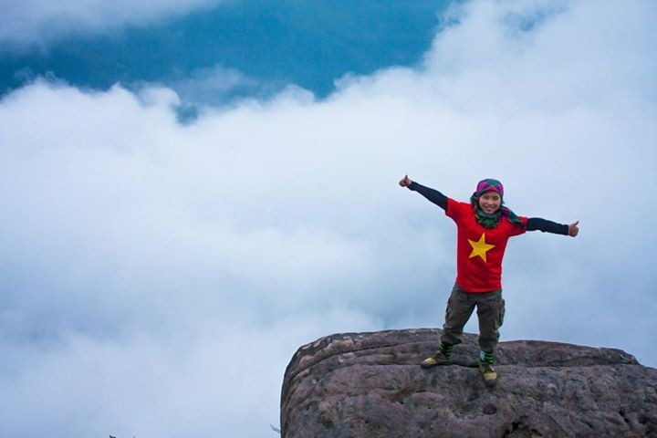 Leo bộ lên một đỉnh núi