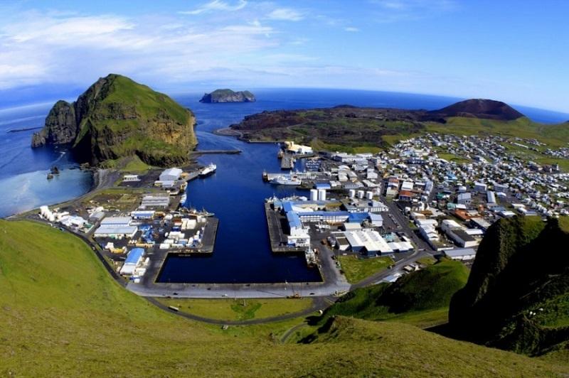 Thị trấn Vestmannaeyjar nhìn từ trên cao