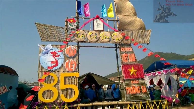 Cổng trại hè với chủ đề ''Hướng về biển đảo''