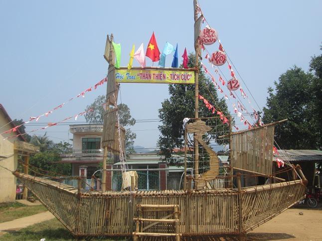 Cổng trại hè với chủ đề ''Vươn xa Việt Nam''