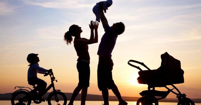 Gia đình là tình cảm thiêng liêng, gắn bó nhất.