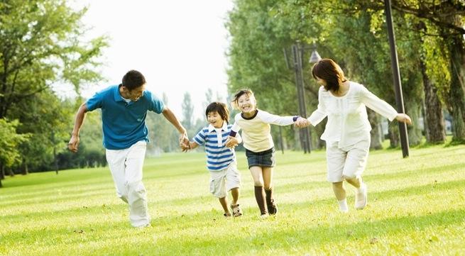 Tình cảm gia đình là nguồn sức mạnh nâng đỡ ta.