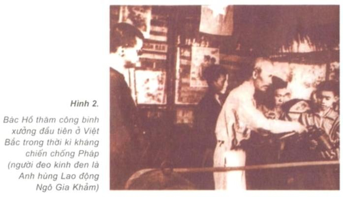Bác Hồ thăm công binh xưởng đầu tiên ở Việt Bắc trong thời kì kháng chiến chống Pháp