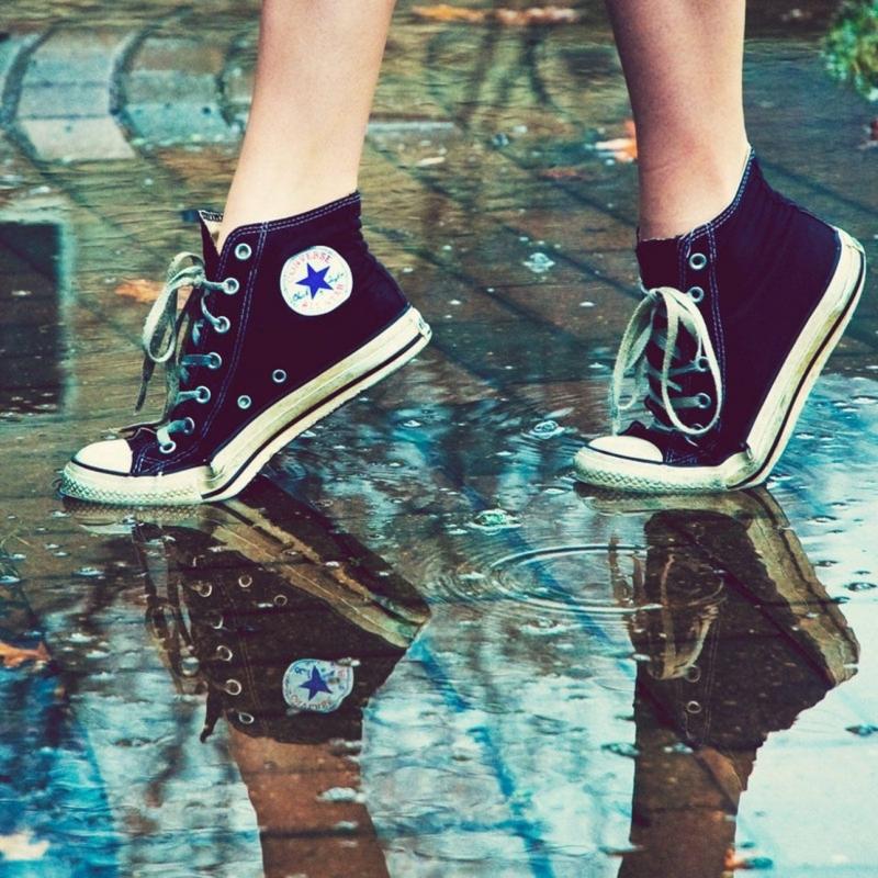 Điểm đặc biệt của giày Converse chính là bên ngoài càng dơ thì càng đẹp