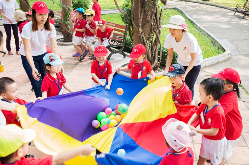 Các bé trường mầm non quốc tế worldkids