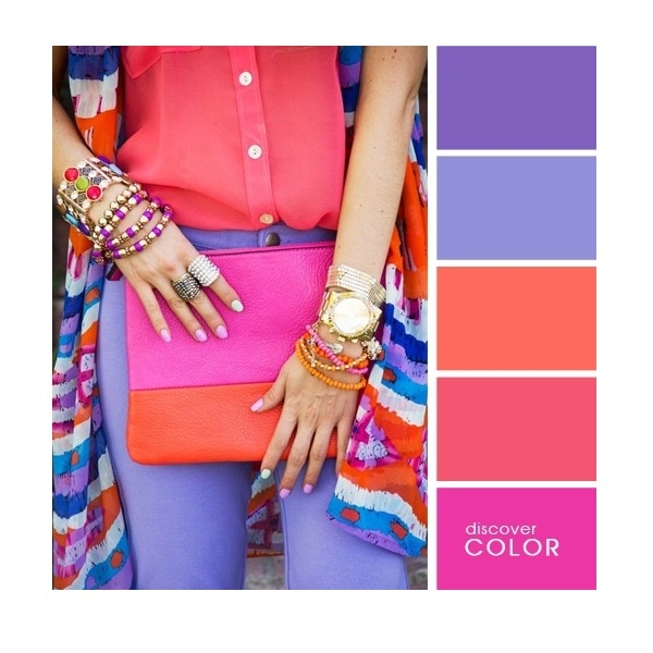 Gợi ý phối màu trang phục: Hồng - cam - tím.
