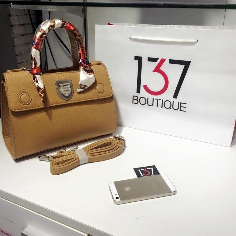Tại 137 Boutique, mẫu túi xách như trong hình có giá sale là: 600.000 VNĐ (hình ảnh lấy từ Fanpage của shop)