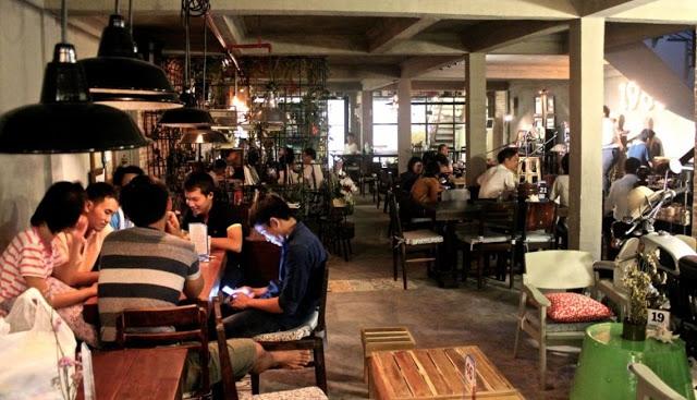 Cafe 1985 được thiết kế theo phong cách vintage, sang trọng