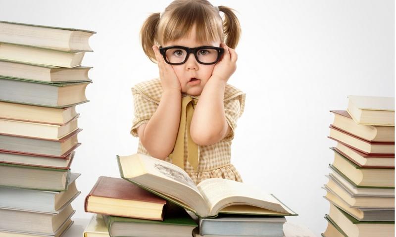 Cận thị là bệnh khá phổ biến với mọi lứa tuổi