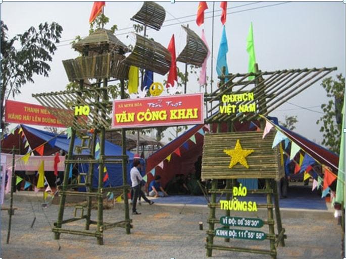 Cổng trại hè với chủ đề ''Biển đảo Việt Nam''