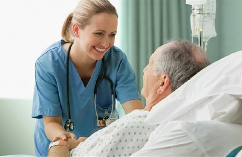 Trò chuyện với bệnh nhân