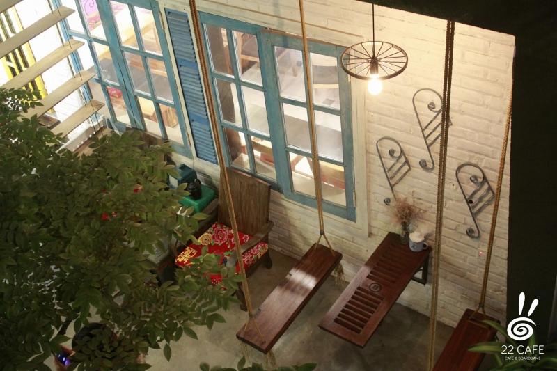 Một trong những không gian tại 22 cafe
