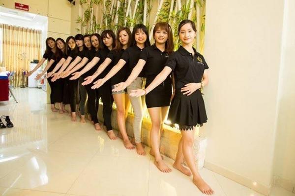 Đội ngũ nhân viên trẻ trung, năng động tại Eva xinh spa