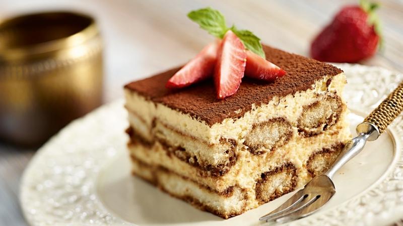 Bánh Tirasumi gồm nhiều lớp bánh chồng lên nhau