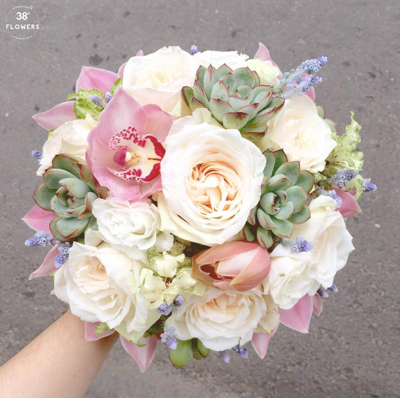 Bó hoa được thiết kế tinh tế, lạ mắt ở  38 Degree Flowers