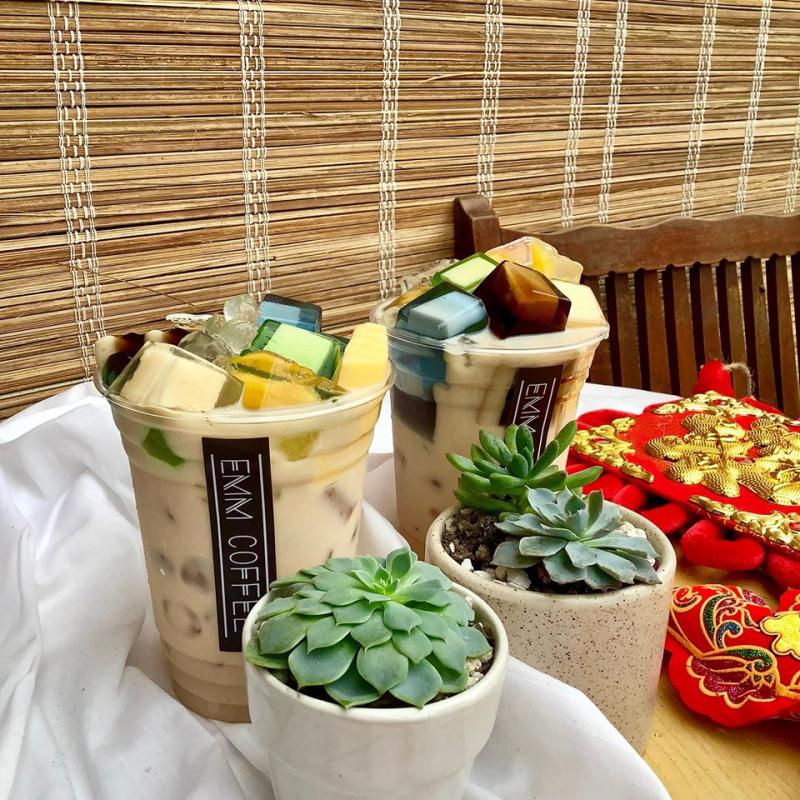 Emm Coffee by Đông Phương