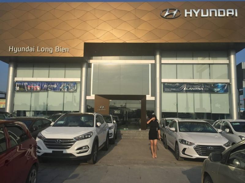 Hình ảnh showroom Hyundai Long Biên.