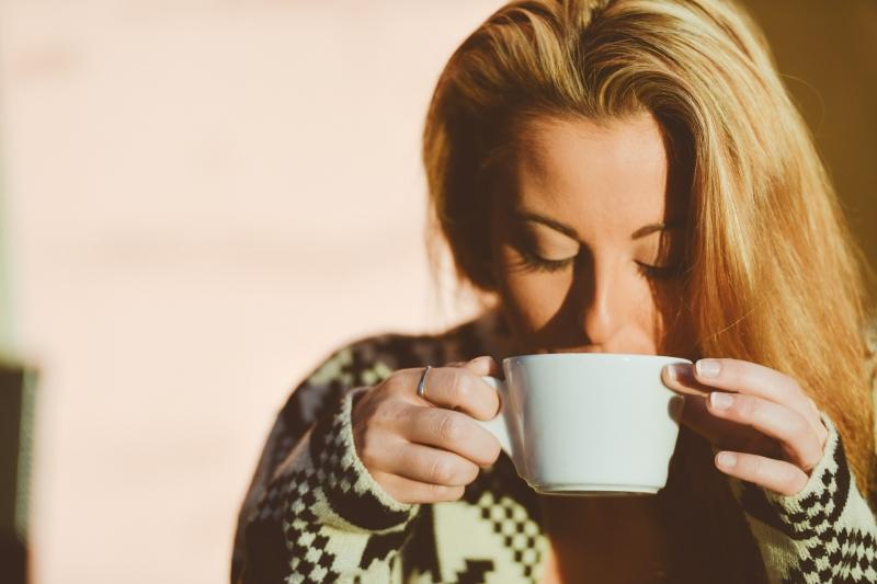 Uống nước vào buổi sáng để cơ thể được thanh lọc