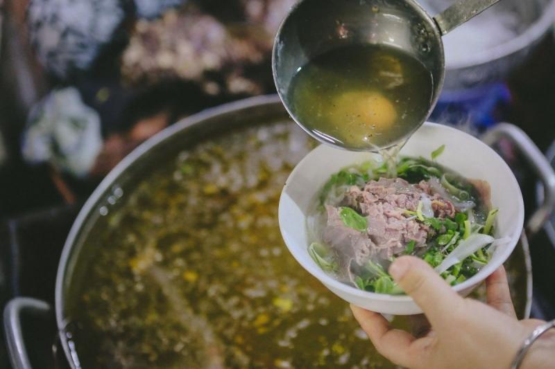 Phở gánh đầu chợ Long Biên