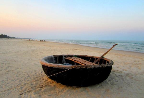 Một thuyền thúng của ngư dân tại Gia Đằng