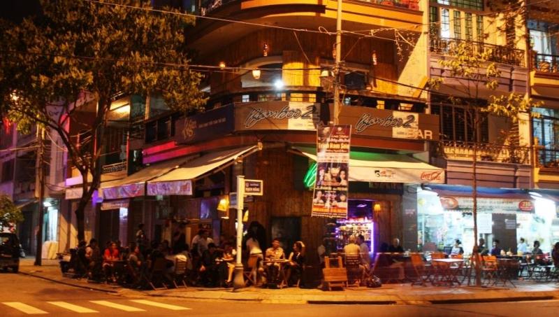 Bamboo Bar được nhìn từ bên ngoài.