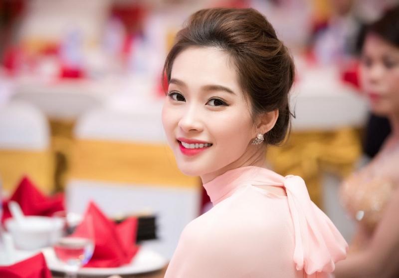 Hoa hậu Thu Thảo sở hữu vẻ đẹp mong manh không tỳ vết
