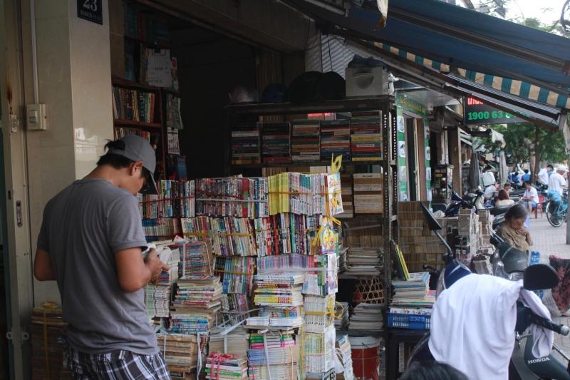 Các hiệu sách trên phố Đinh Lễ