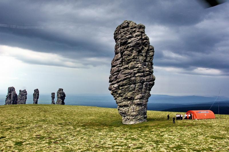 Cột đá Monolith khổng lồ ở Siberia