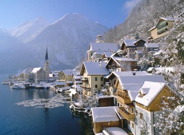 Hallstatt đẹp tựa như một bức tranh sơn thủy hữu tình mỗi mùa đông