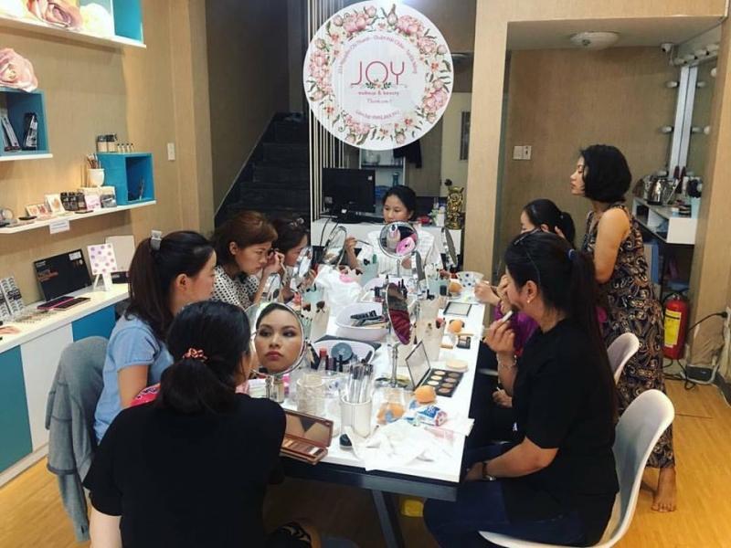 Lớp học trang điểm cá nhân tại Joy make up & beauty