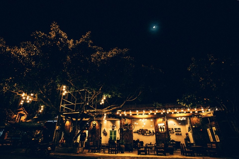 Không gian ngoài sân 81 Coffee