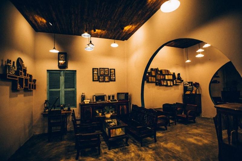 Không gian trong nhà 81 Coffee