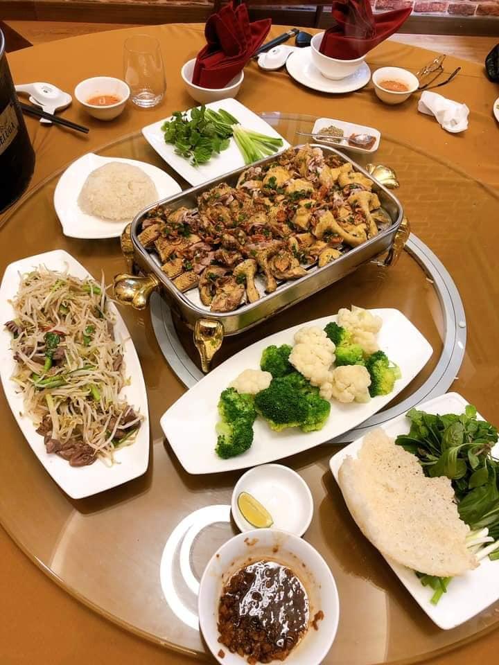 81QT Restaurant - Quán Thánh