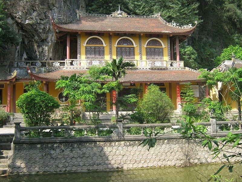 Ngôi chùa Địch Lộng kiến trúc độc đáo ẩn hiện trong hang động