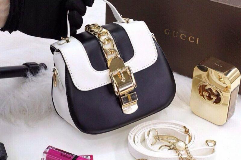 Túi xách Gucci size 18 tại 8X Boutique có giá: 300.000 VNĐ