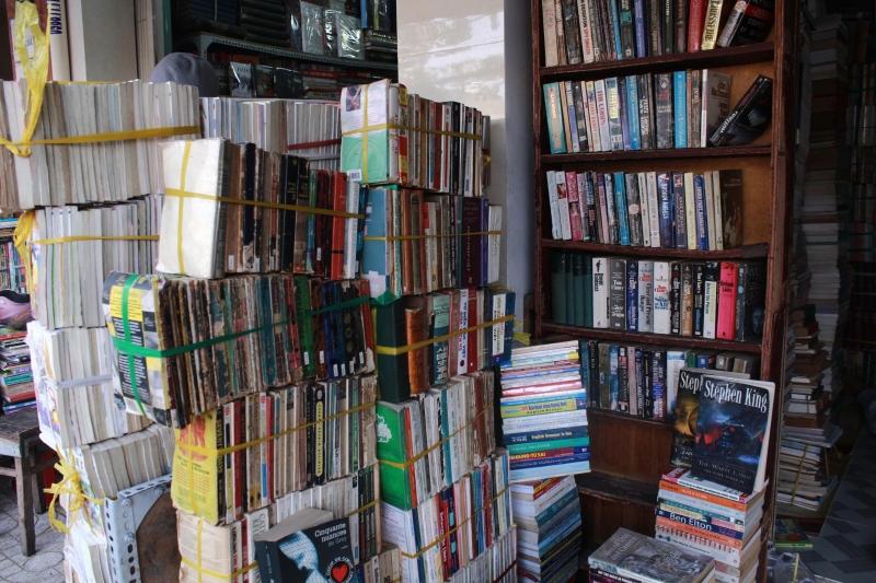 Tiệm sách Russell - 645 Đê La Thành, Ba Đình, Hà Nội