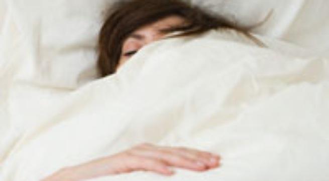 Trùm chăn khi ngủ