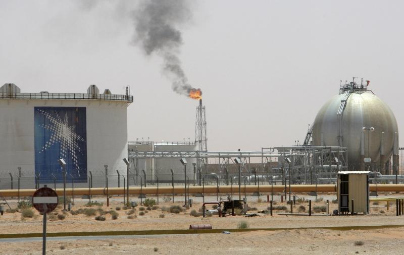 Các hoạt động lọc và hóa dầu cũng thải ra một lượng lớn khí thải độc hại