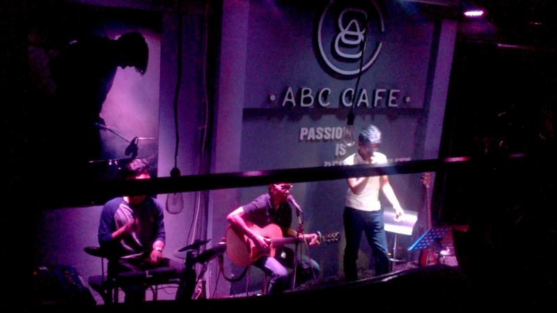 Các buổi biểu diễn acoustic ở ABC Café diễn ra dưới hình thức show nhạc.