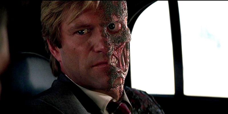 Harvey Dent - từ người tốt trở thành ác nhân
