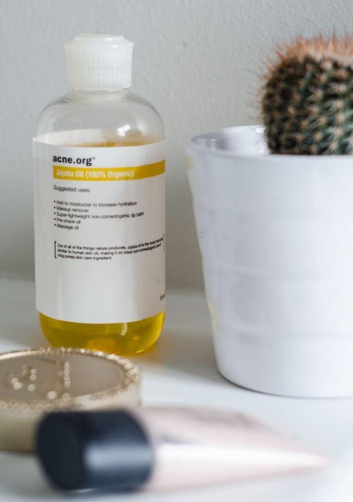 Dầu có thể dùng để dưỡng da, tẩy trang, dưỡng tóc, điều trị gàu, dưỡng môi,….
