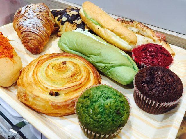 Vô số các loại bánh tại Aeon Bakery