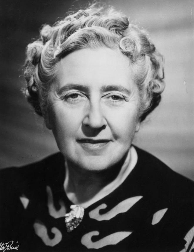 Nhà văn Agatha Mary Clarissa
