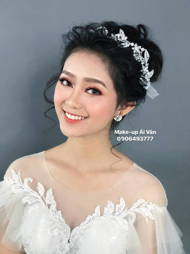 Ái Vân Make-up