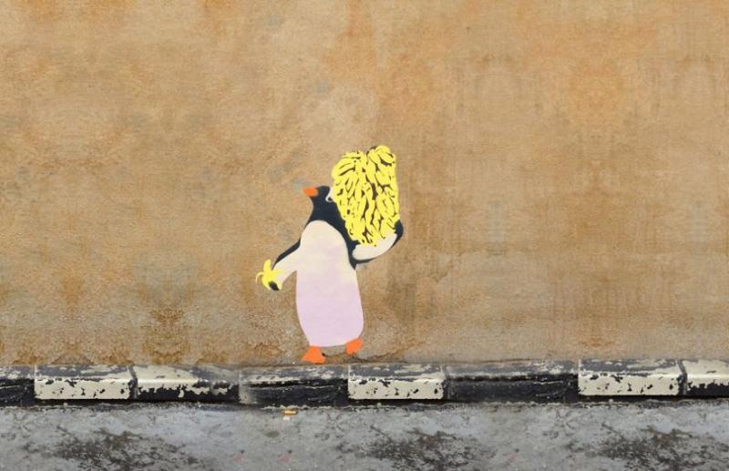 Chim cánh cụt và chuối.