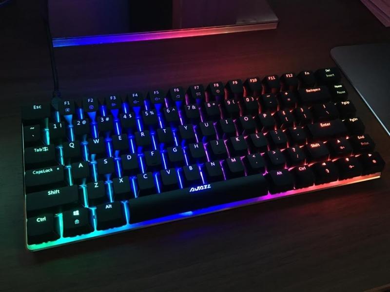 Bàn phím Ajazz Ak33 RGB nhỏ gọn dễ mang đi nhưng chất lượng thì tuyệt vời.