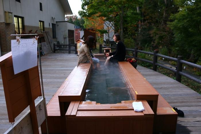 Ngâm chân thư giãn tại các nhà nghỉ quanh suối nước nóng